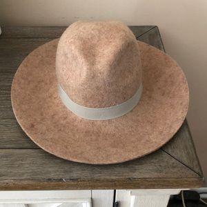 42af4174cbd Banana republic floppy hat size s m NWT